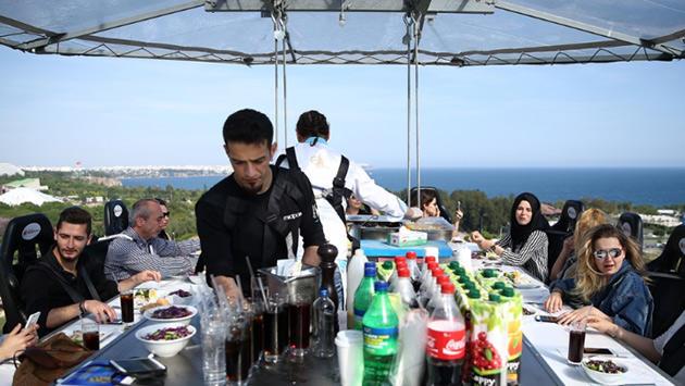 Antalya'da 60 metre yükseklikte yemek deneyimi