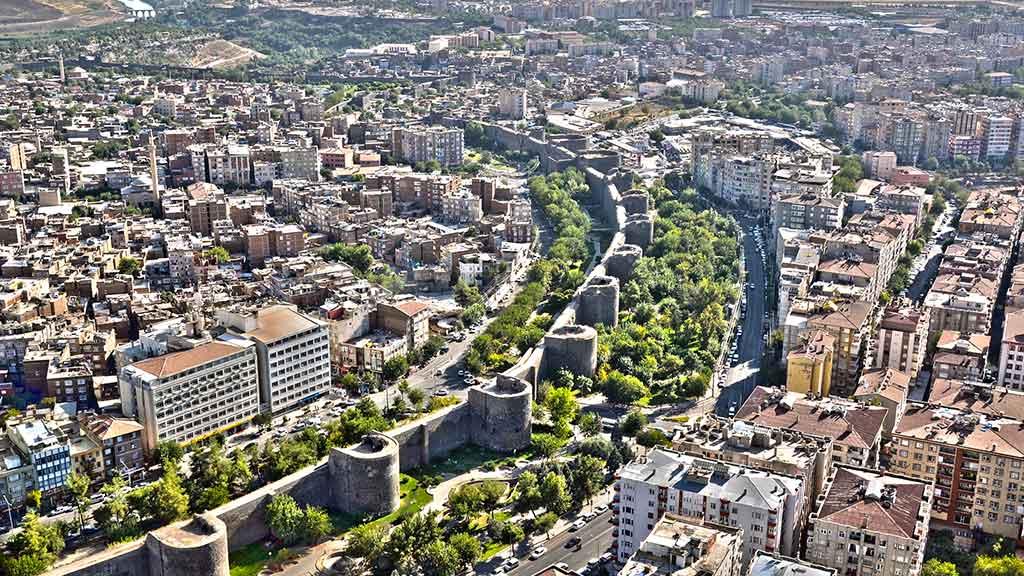Toki  Diyarbakır Sur'a el attı